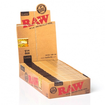 24 RAW Classic 1¼ Size Rolling Papers Full Box